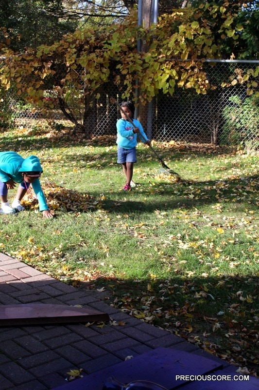 kids-playing-out-in-the-fall