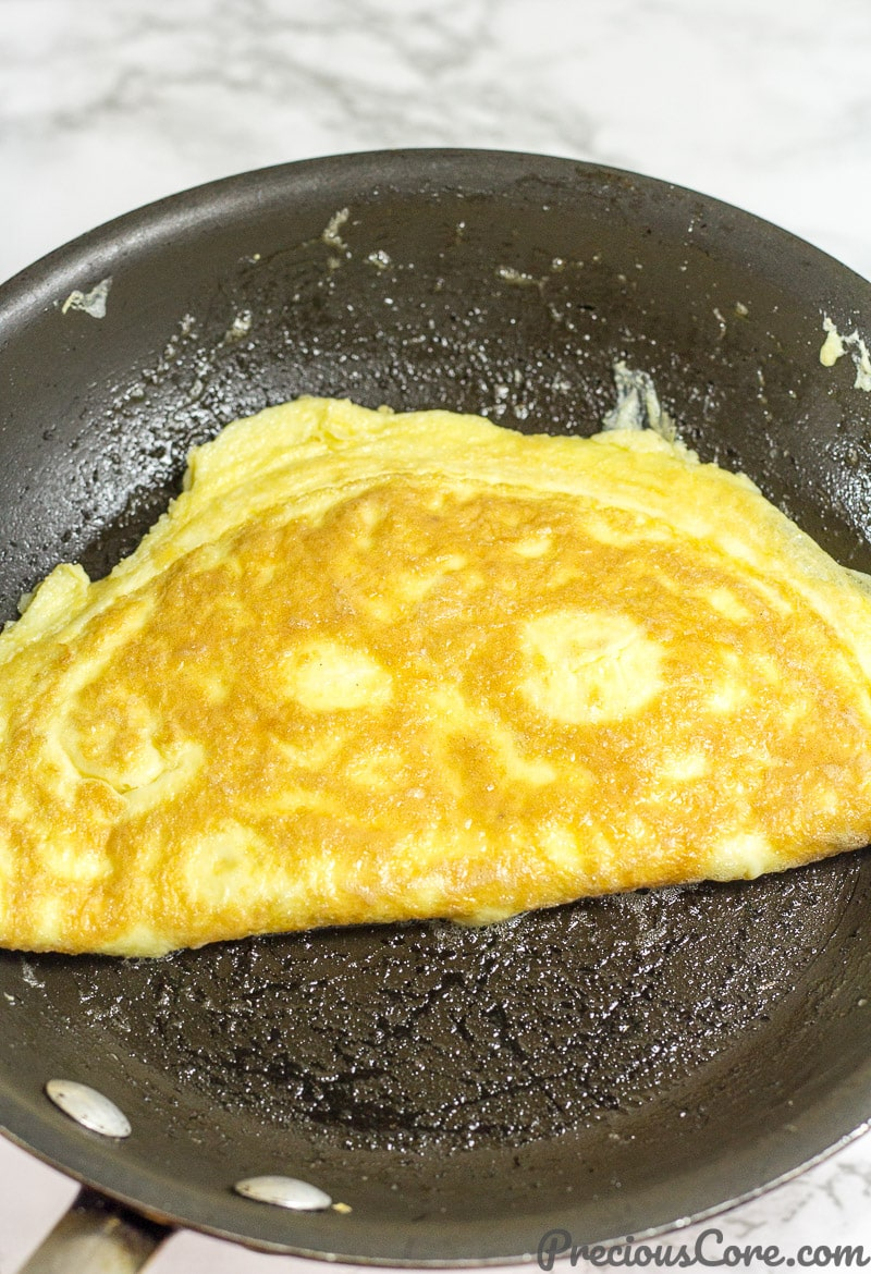 How to make an omelet with cheese - step 4