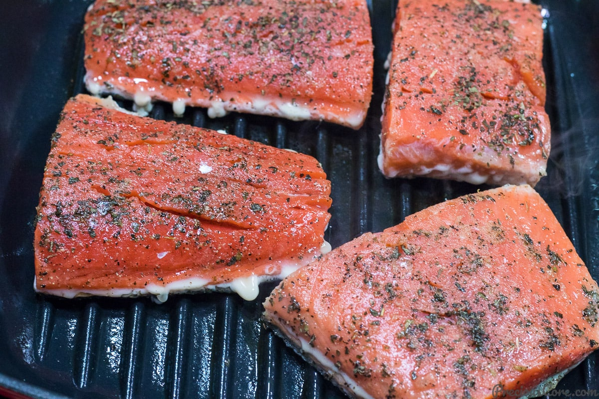 Grilling salmon in pan